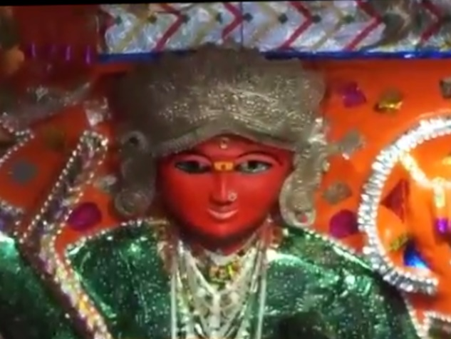 नवरात्रि के साथ ही मां की आराधना का पर्व शुरू, मंदिरों में उमड़ रहा जनसैलाब