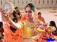 Karwa Chauth 2019 Moon Rise Timing in Madhya Pradesh :चांद के दीदार में अब कुछ ही वक्त बाकी, महिलाओं का इंतजार जल्द होगा खत्म