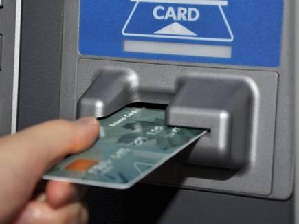 ATM से पैसे निकालते समय रखें ऐसी सावधानी, वरना हो जाएगी ठगी