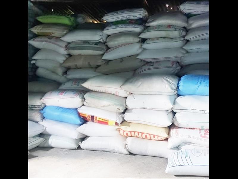 महाराष्ट्र के जिलों से सरकारी चावल की करते थे कालाबाजारी, पुलिस ने रंगे हाथों पकड़ा