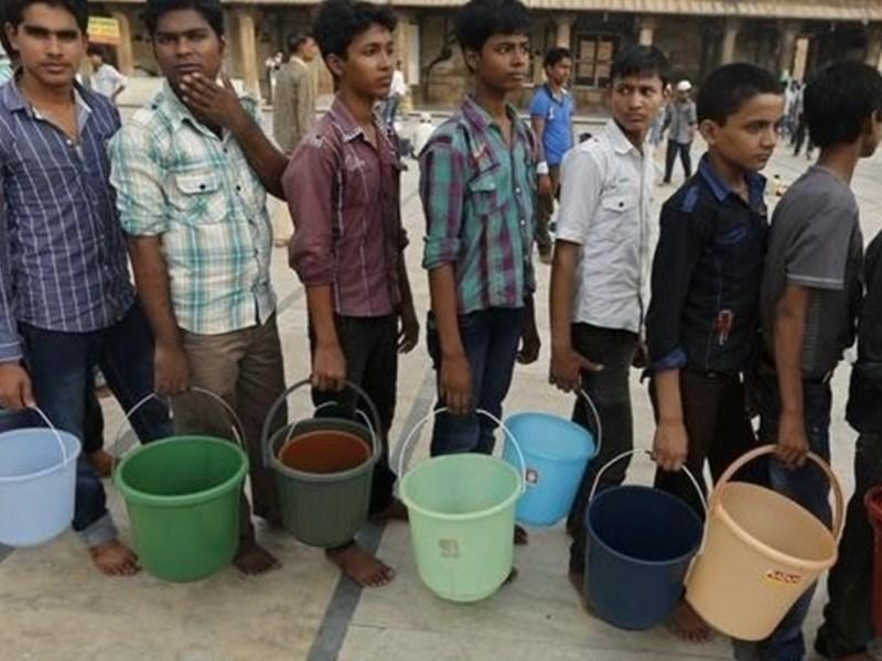 IT कंपनियों के बाद अब पानी की कमी से होस्टल खाली, यहां सिर्फ VIP इलाकों में मिल रहा पानी