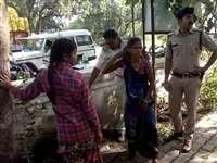 Chhatarpur News : एसपी ऑफिस के सामने महिला ने किया आत्मदाह का प्रयास, यह है कारण
