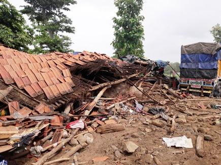 छिंदवाड़ा : ढाबे में घुसा तेज रफ्तार ट्रक, 6 की मौत, मृतकों में 3 एक ही परिवार के