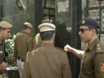 अरविंद केजरीवाल के घर पहुंची पुलिस, CM ने कहा- अमित शाह के खिलाफ भी हो जांच