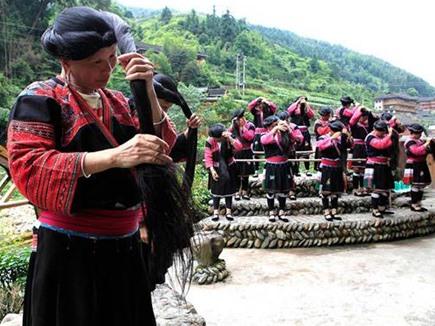 अनोखा गांव, जहां महिलाओं के होते हैं 7 फुट लंबे बाल