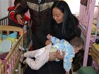 100 से अधिक अनाथ बच्चों को सहारा देने वाली महिला लड़ रही है कैंसर से जंग