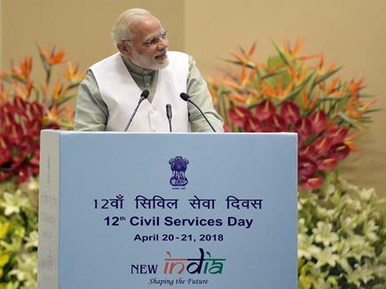 PM मोदी ने नौकरशाहों से कहा, 'देश के विकास को भागीदारी वाला लोकतंत्र जरूरी'