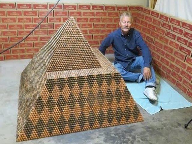 एरिजोना का यह शख्स बना रहा है दुनिया का सबसे बड़ा सिक्कों का पिरामिड
