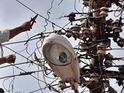 बिल बकाया था कहीं ओर का, बिजली कंपनी ने एसडीओ के घर की काट दी बिजली
