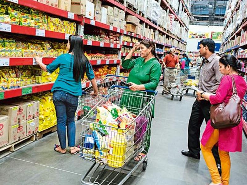 तेजी से घट रही उपभोक्ता वस्तुओं की मांग, अर्थव्यवस्था कमजोर होने का बड़ा संकेत