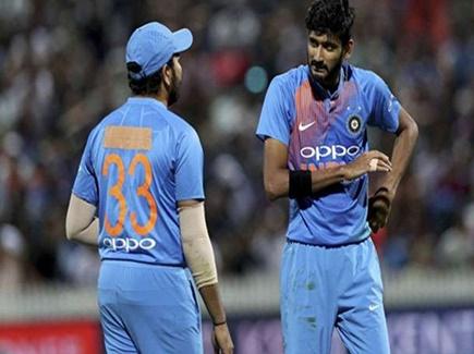 कप्तान रोहित शर्मा ने पहनी कभी शंकर तो कभी पांड्या की जर्सी