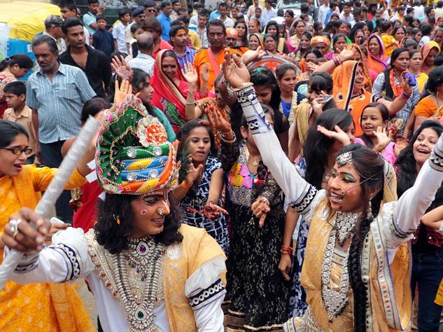 इंदौर में जनमाष्टमी पर निकली आकर्षक शोभायात्रा