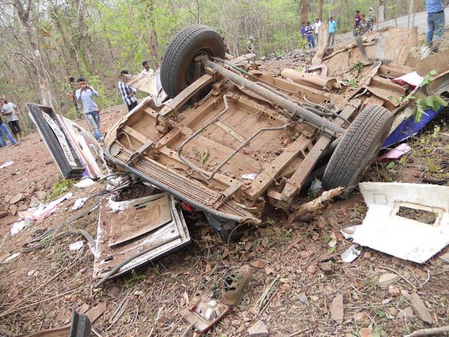 नक्सलियों ने संजीवनी 108 वाहन को उड़ाया, 6 लोग शहीद
