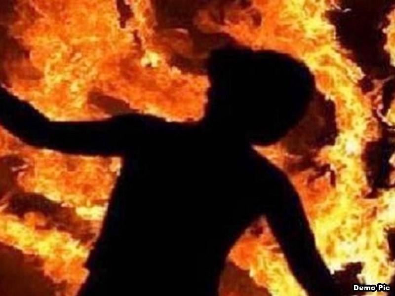 जमीन विवाद में महिला ने आग लगाकर की खुदकुशी, परिजनों का अस्पताल में हंगामा ! Satna News