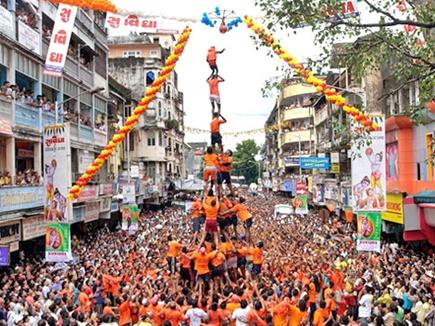 मुंबईः दही हांडी उत्सव के दौरान दो की मौत व 117 घायल