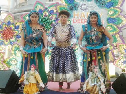मलेशिया के मंच पर बड़वाह के दल ने गणगौर नृत्य से जमाया रंग