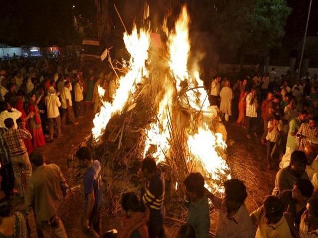 Chhattisgarh: दंतेवाड़ा में अनूठी परंपरा, ताड़पत्रों की राख से देवी-देवता खेलते हैं होली