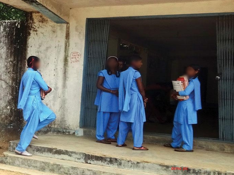 दंतेवाड़ा जिले में स्कूल पहुंचते ही नक्सली संदेश का वाचन करते हैं बच्चे