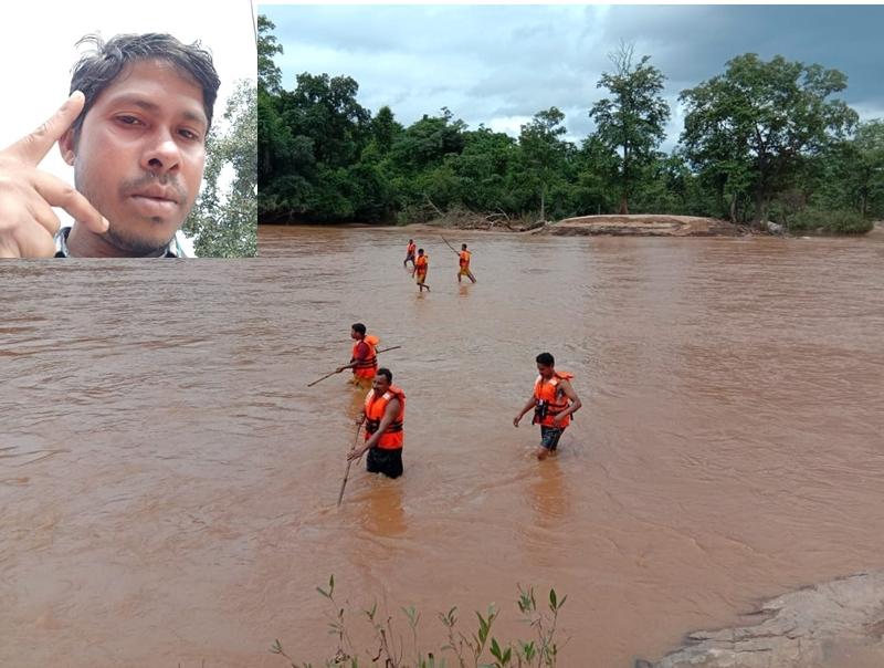 Dantewada News : 24 घंटे बाद भी नहीं मिला मुंडेर नाले में बहे शिक्षक का शव