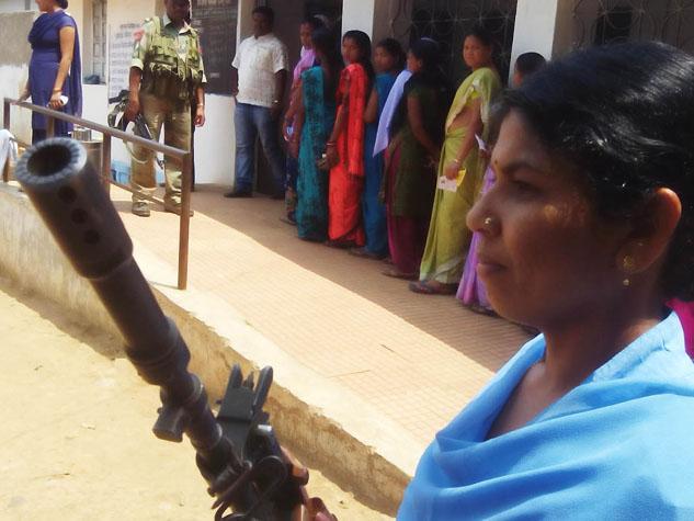 दंतेवाड़ा क्षेत्र में नक्सलियों ने की मतदान केंद्रों पर फायरिंग