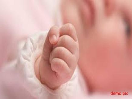 शिवपुरी में बेटी के जन्म पर मनी खुशियां, आतिशबाजी, मिठाई भी बांटी