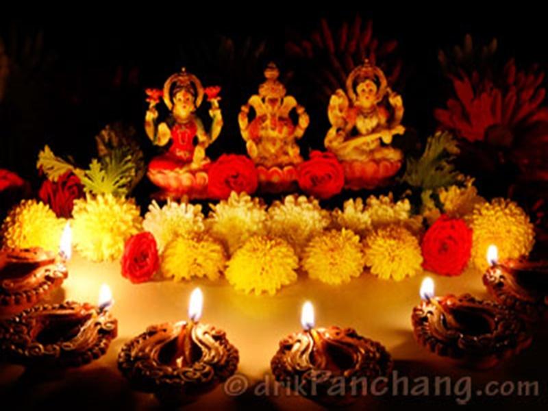 Diwali 2019 Puja Vidhi: दिपावली पर इस तरह करें महालक्ष्मी पूजन, इन वस्तुओं का करें प्रयोग