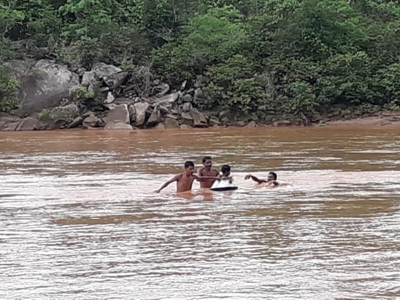 Bastar : 'देगची' न हो तो पता ही न चले कि यहां नदी के पार भी बसा है एक गांव