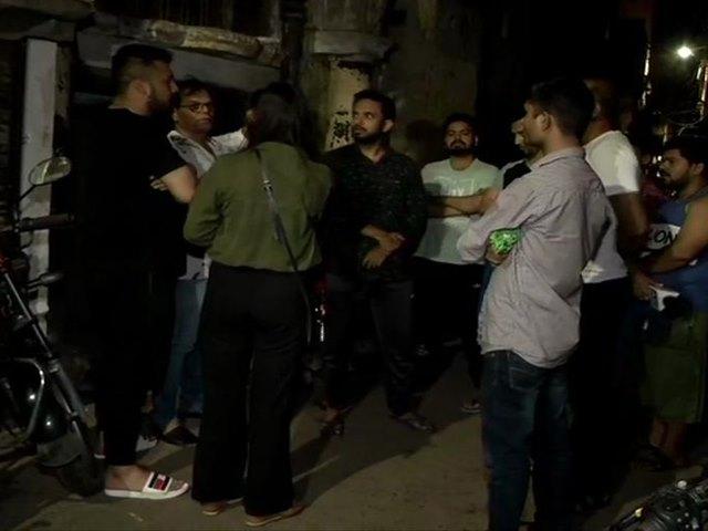दिल्ली में बेटी से छेड़छाड़ का विरोध करने वाले पिता की हत्या, लोग देखते रहे तमाशा
