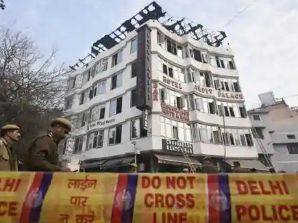 Delhi Hotel Fire: IRS अधिकारी सहित 17 की मौत, 2 बच्चे भी शामिल