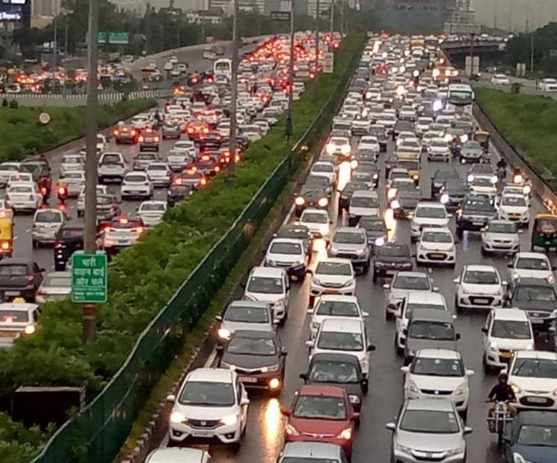 Delhi Gurugram Traffic Jam : बारिश के कारण लगा दिल्ली-एनसीआर में लगा भीषण जाम
