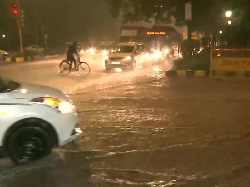 Delhi NCR Weather : दिल्ली-एनसीआर में हुई बारिश, कई जगह भरा पानी