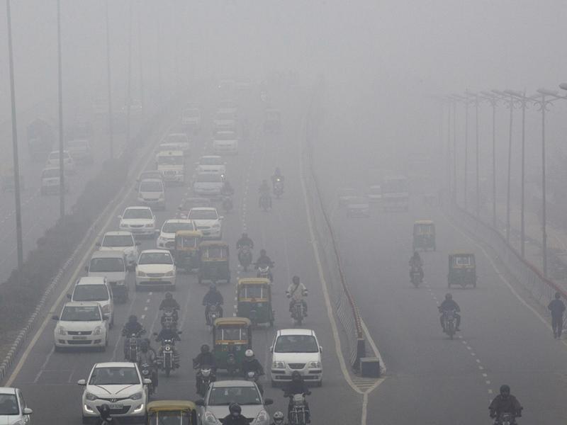 Delhi Pollution: प्रदूषण रोकने के लिए आज से जनरेटर और ईंट भट्टों पर रोक