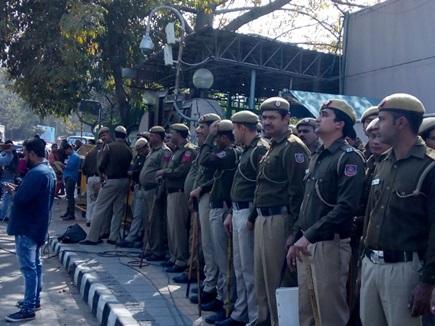 दिल्लीः मुख्य सचिव से विवाद के बाद आमने-सामने आए अफसर और सरकार