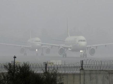 Delhi Weather: खराब मौसम की वजह से उड़ाने प्रभावित, 18 फ्लाइट्स डाइवर्ट