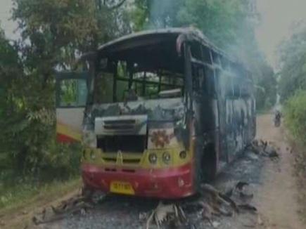यात्रियों को उतार कर माओवादियों ने बस में आग लगाई