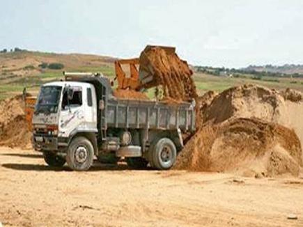 होशंगाबाद जिले में बिना रायल्टी के 16 डंपर जब्त, रेत माफियाओं में हड़कंप