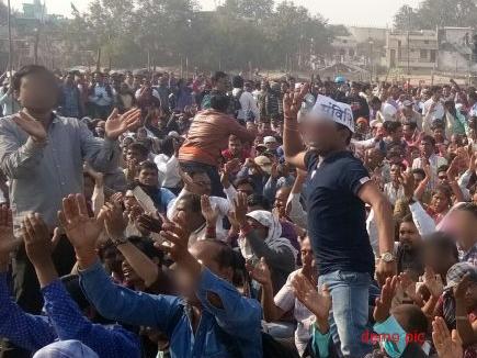 वेतन नहीं मिलने से नाराज शिक्षाकर्मी रायपुर में सड़क पर उतरे