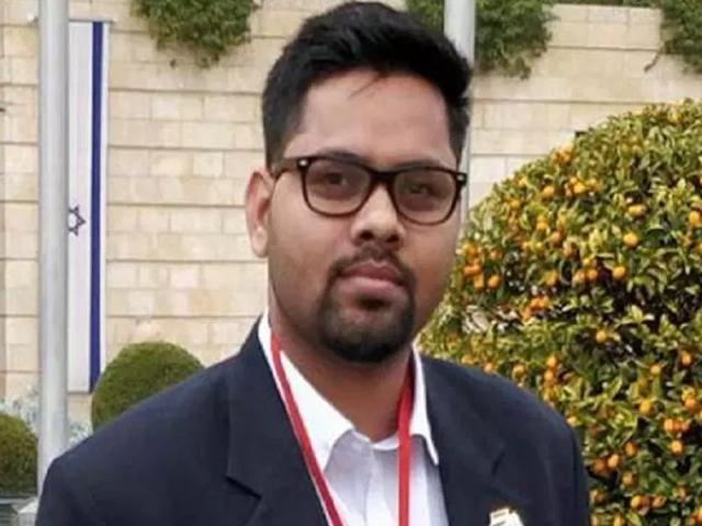 Lok Sabha Elections 2019 : JNU में MP के प्रत्याशी देवाशीष की पढ़ाई पर कांग्रेस का पलटवार