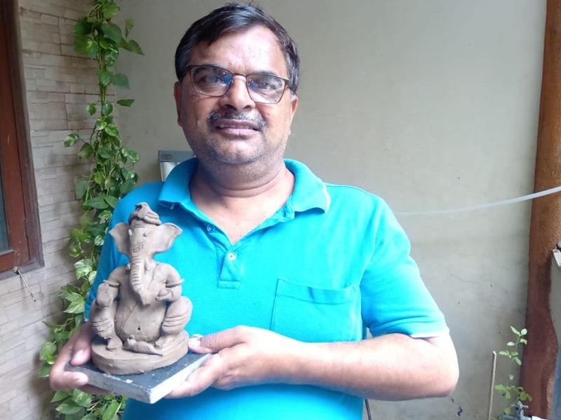Ganesh Utsav : मिट्टी को छू दें तो बन जाते हैं 'विघ्नहर्ता', 25000 छात्रों को सिखा चुके हैं ये हुनर