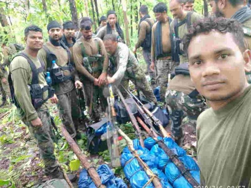 Naxal Encounter : धमतरी में मुठभेड़, 4 नक्सली ढेर, हथियार भी बरामद