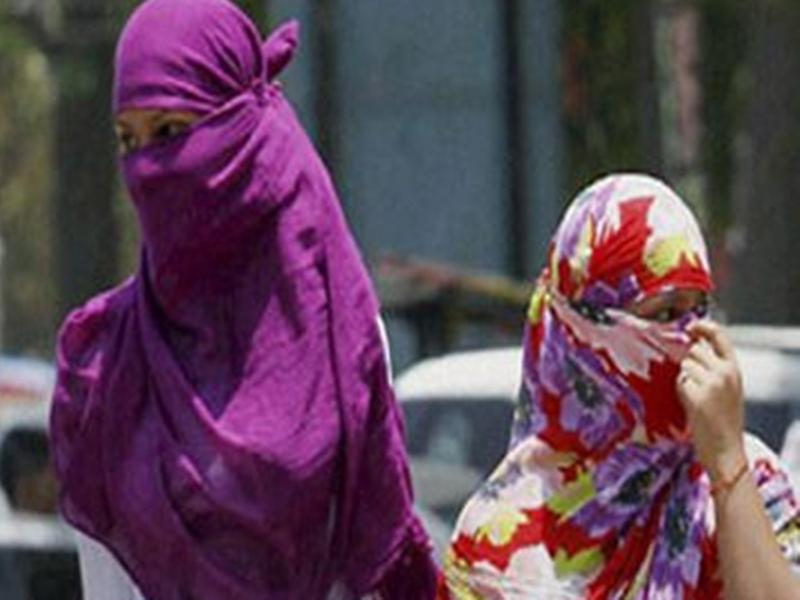 Dhamtari News : स्कार्फ पहनकर गांव में प्रवेश किया तो 500 रुपया जुर्माना