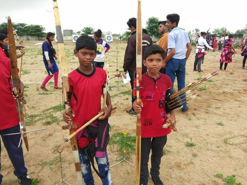 ये हैं धरमपुर के धनुर्धर, ऐसे तैयार हो रहे हैं इस गांव में 'बाल अर्जुन'