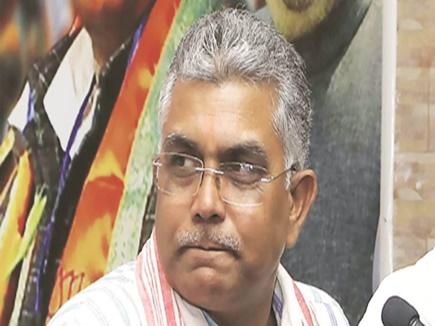 त्रिपुरा में भाजपा की जीत का जश्न, पश्चिम बंगाल विधानसभा में बांटी गई टॉफी