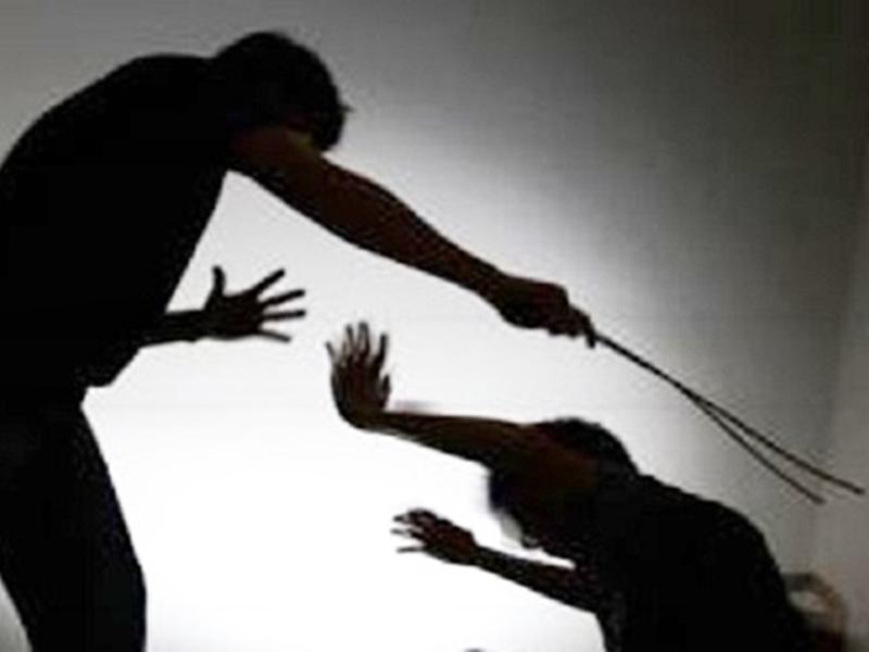 Jabalpur Crime : घर के सामने गाली देने से रोकने पर दो युवकों को कुल्हाड़ी मारी