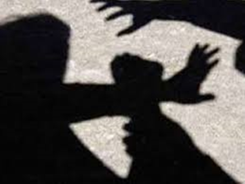 बिलासपुर में  डाॅक्टर्स का हुआ विवाद तो लोगोंं ने दौड़ा-दौड़ाकर की पिटाई