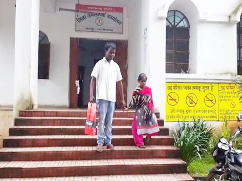 VIDEO : रांग नंबर से रब ने बना दी जोड़ी, धर्म की दीवार तोड़ एक हुए दिव्यांग