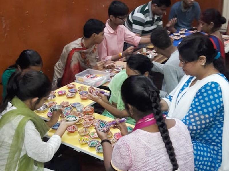 Diwali Festival 2019 : दिव्यांगों की मेहनत के दीपों से जगमगाएगी हमारी दीपावली