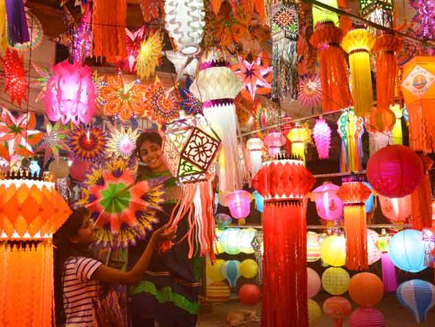 दीपोत्सव के स्वागत में जगमगाए बाजार