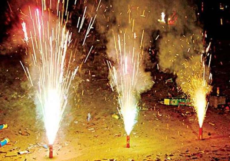 Diwali 2019 : सूरत में दिवाली पर रात 10 बजे बाद आतिशबाजी पर प्रतिबंध, आदेश जारी