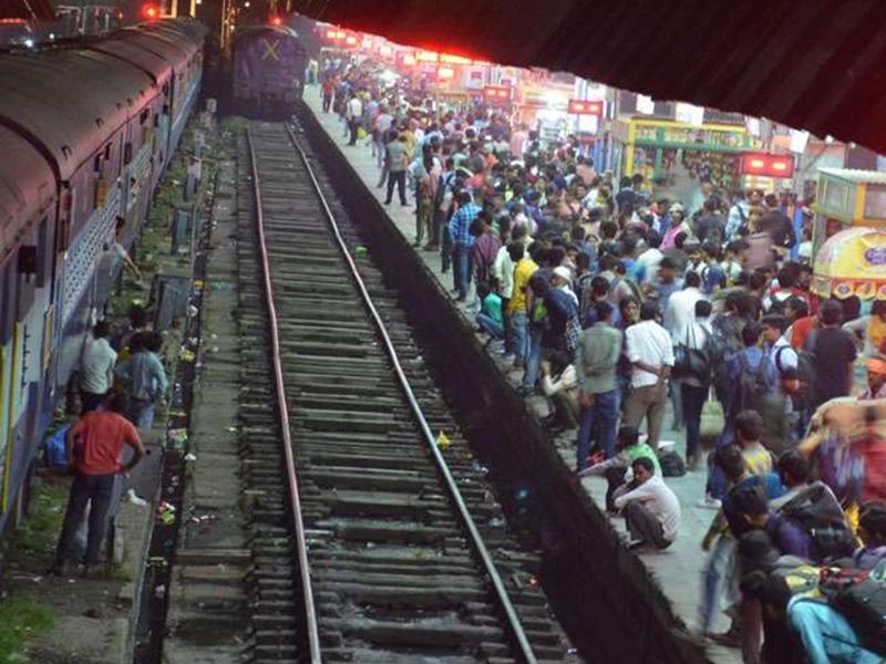 दिवाली पर नहीं मिल रहा कंफर्म टिकट तो चिंता न करें, ये 12 स्पेशल ट्रेन सफर बनाएंगी आसान
